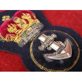 ROYAL NAVY PETTY OFFICER CAP BADGE